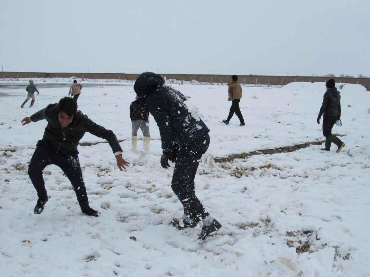 تصاویر اولین روز برفی زمستان 98 در بیلند